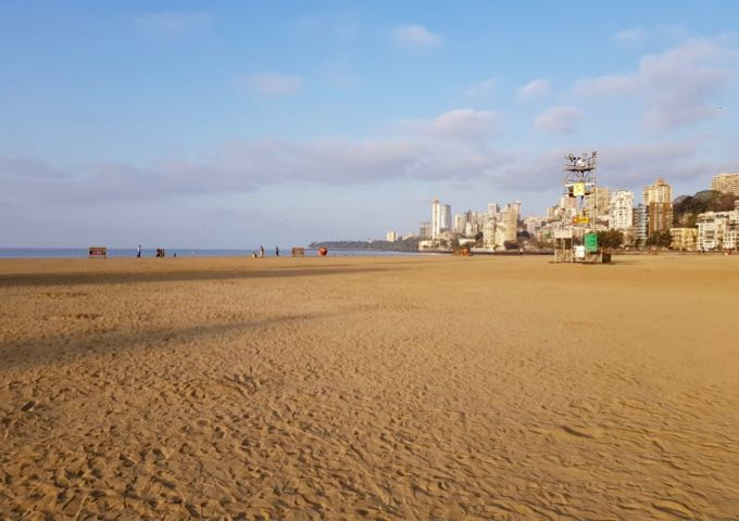 Chowpatty beach is about 3.5km from The Oberoi hotel.