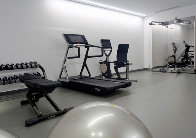 The hotel ha a small gym.