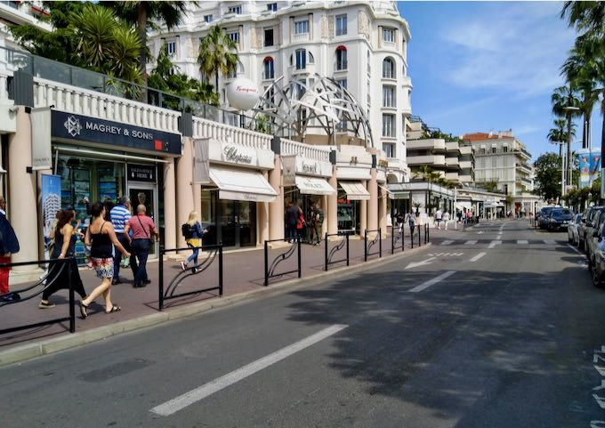 La Croisette offers a long promenade with ample shopping.