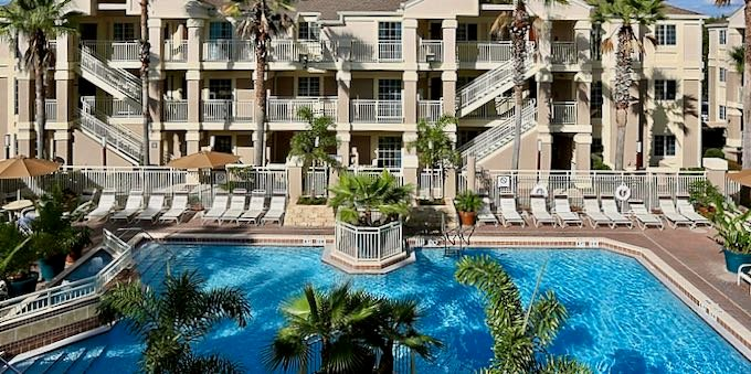 Best cheap hotel with outdoor pool in Orlando.