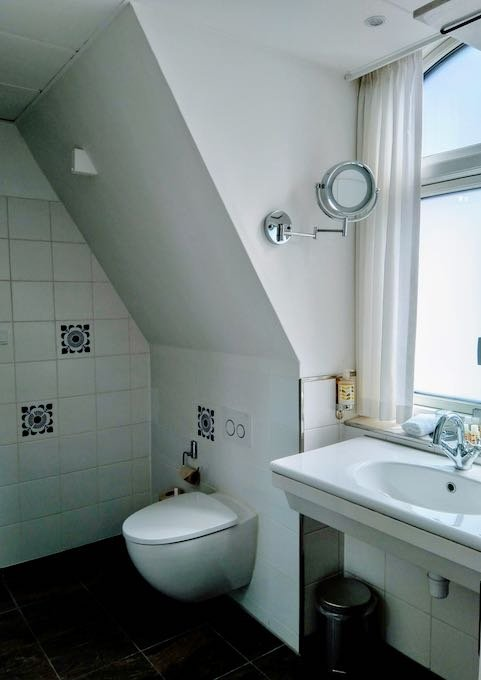 The spacious bathroom is spacious and has complimentary toiletries.