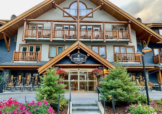 Review of Canalta Lodge in Banff, Canada.
