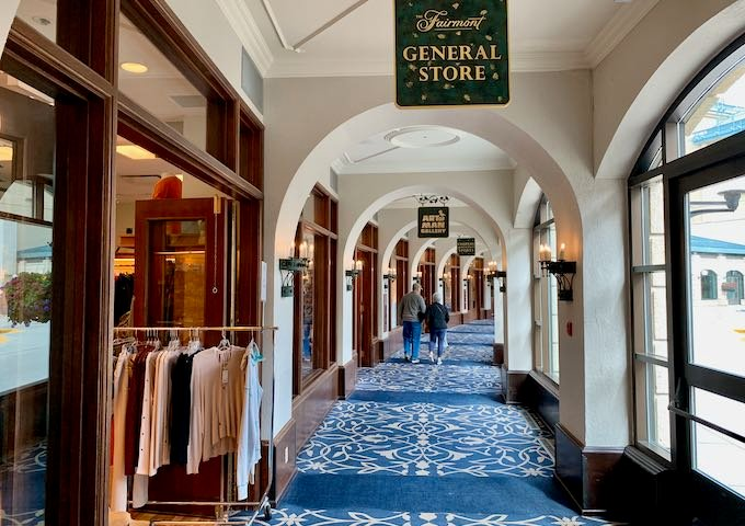 There are several shops and boutiques in the hotel.