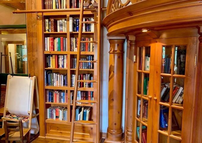 It has books and board games for guests.