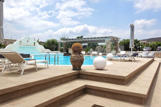 The pool and bar at Orabel Suites