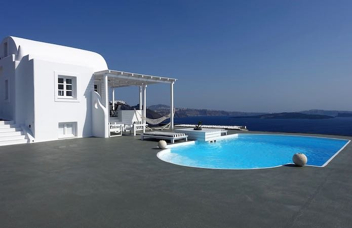 A private pool and villa at Mythique