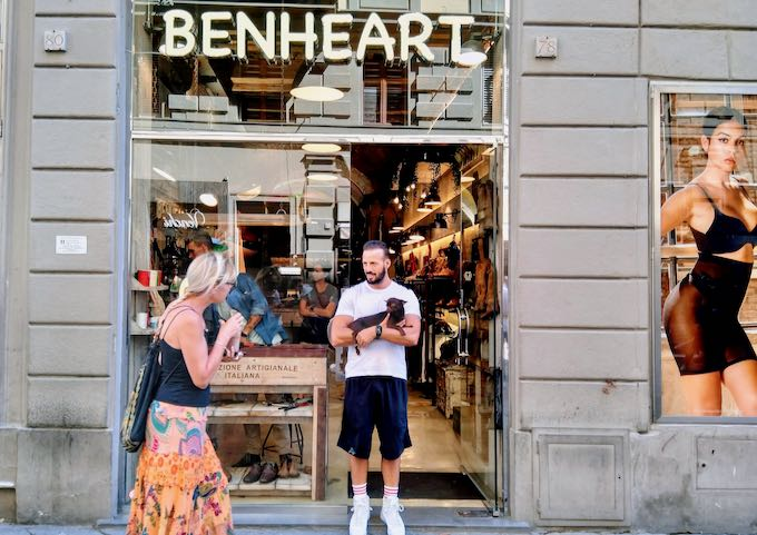 Benheart sells beautiful leather accessories.