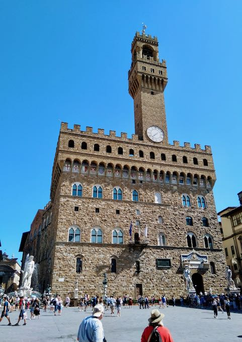 Palazzo Vecchio houses the city government's offices.