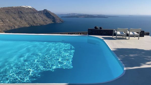 The infinity pool at Aenaon Villas in Imerovigli