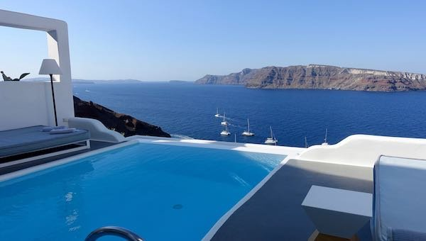 The infinity pool at Charisma Suites in Oia