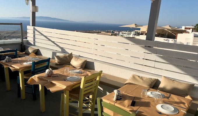 View of Elinikon restaurant in Oia