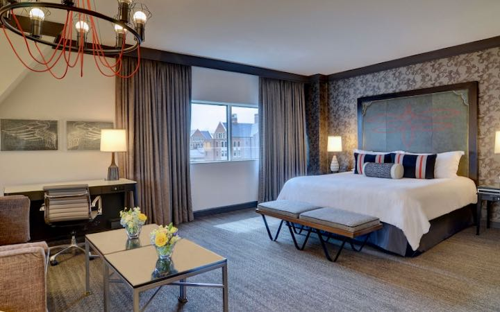 Nashville hotel with large family room.