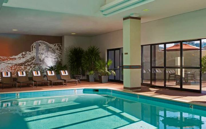 Cheap Nashville family hotel with pool.