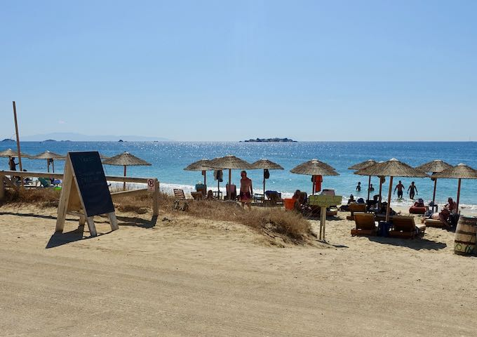 Yazoo Summer Bliss beach club on Plaka Beach in Naxos