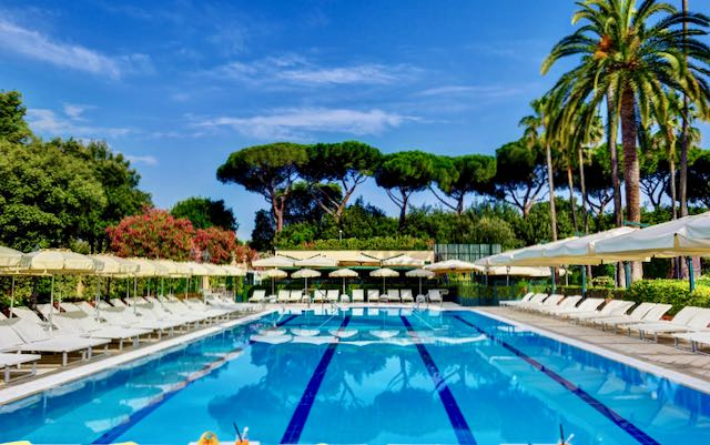 Rome hotel for families with swimming pool.