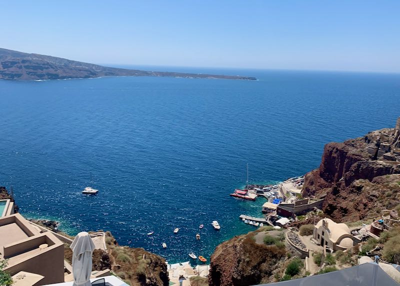 Places to stay in Santorini with caldera view.