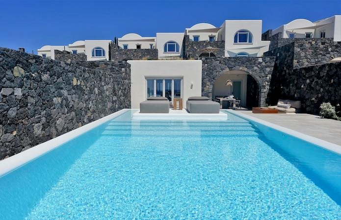 Outside a 2-bedroom villa at Canaves Oia Epitome