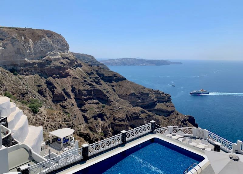 Place to stay in Santorini with caldera view.
