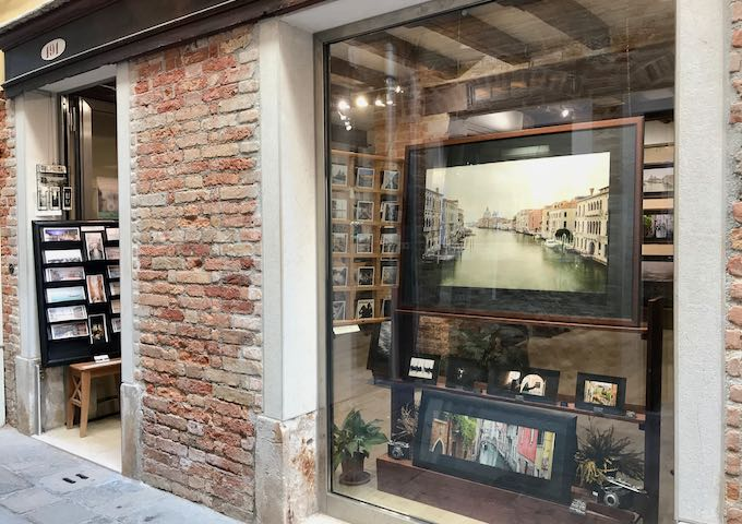 This shop sells photos of Venice's cityscapes.
