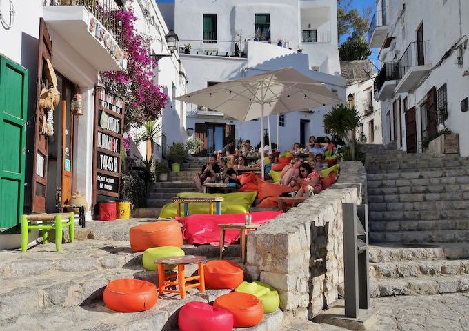 S'Escalinata in Dalt Vila offers outdoor seating.