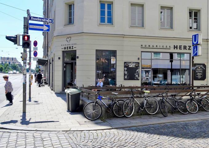 Fraunhoferstrasse statio connects to Marienplatz.