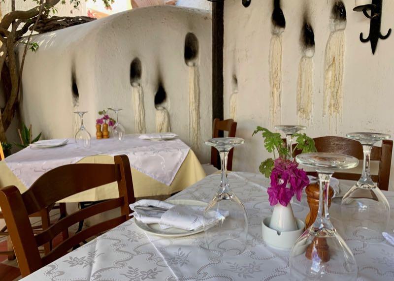 santorini oia candouni restaurant  romantic