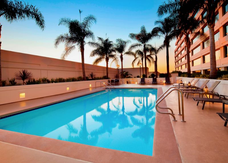 Los Angeles Airport Hotel with Pool.