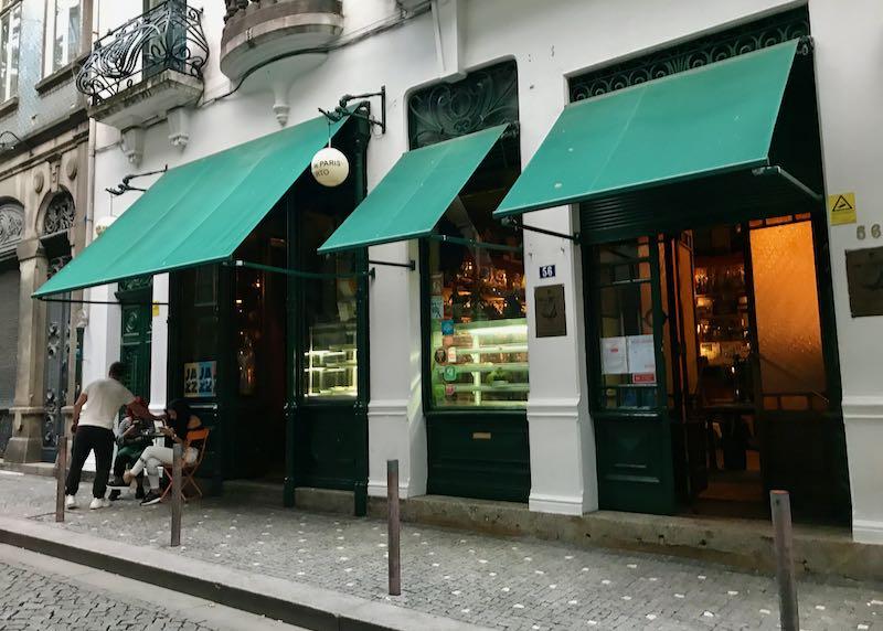 Galeria de Paris is a great bar.
