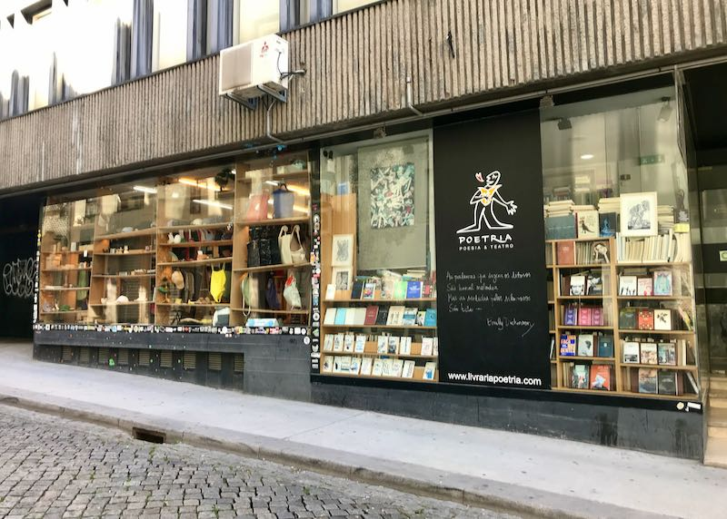 Livraria Poetria sells books on poetry and theater.
