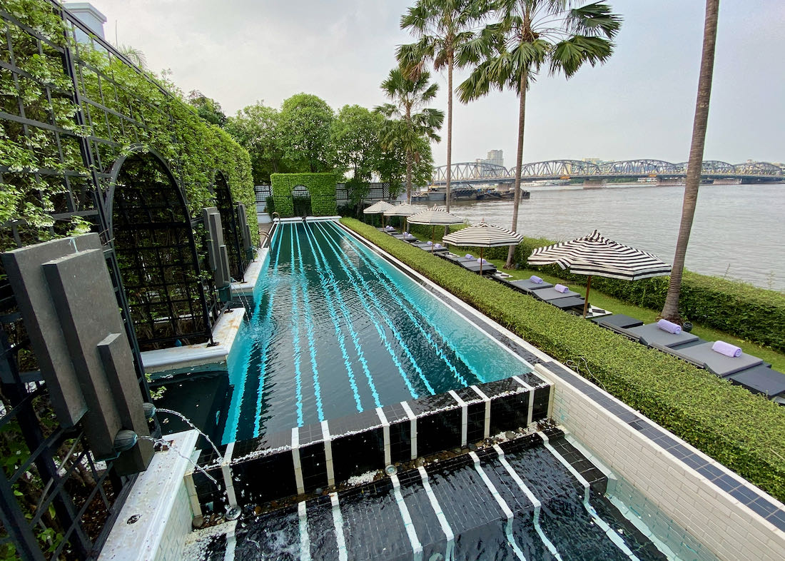 Bangkok hotel on river.