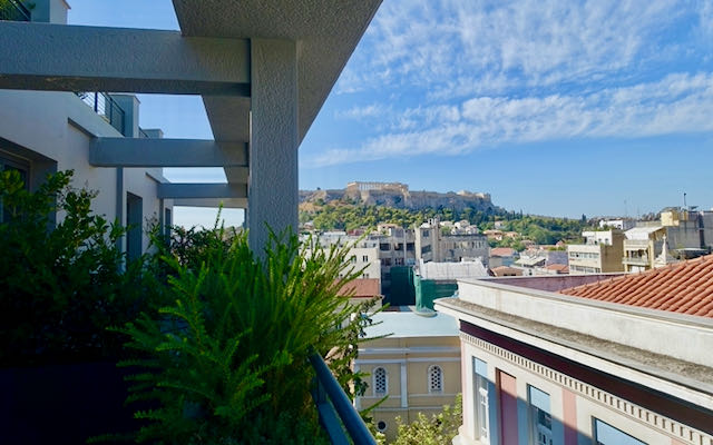 Hotel in central Athens near Parthenon.