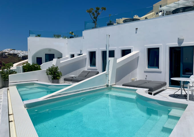 Sun terraces with private pools