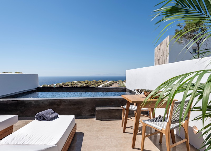 The private pool of a Sunset Suite