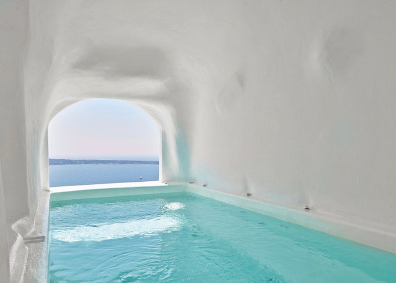 The pool of the Charisma Cave Pool Suite