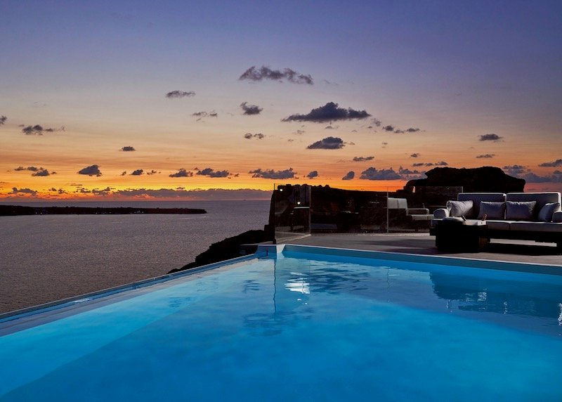 The second infinity pool at night.