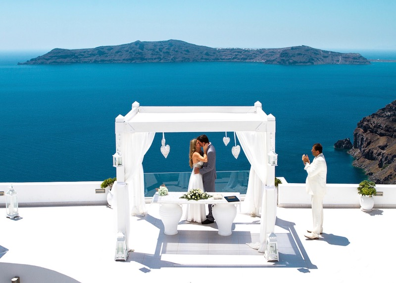A wedding at Dana Villas and Infinity Suites in Firostefani