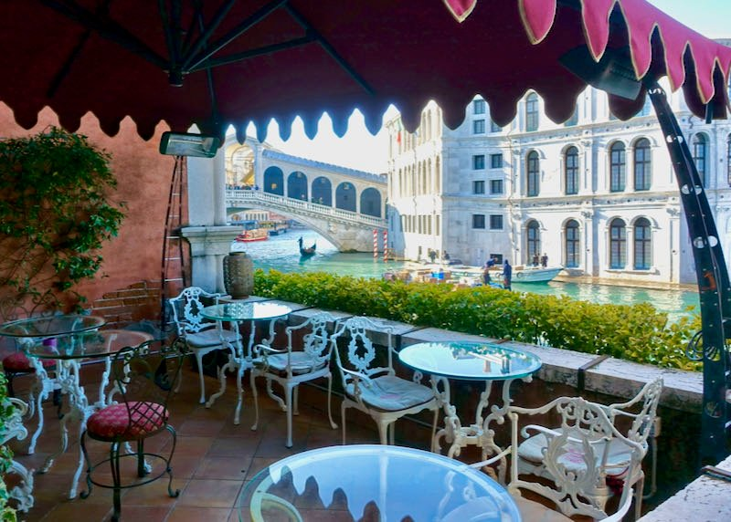 Venice hotel with view of canal and Rialto Bridge.