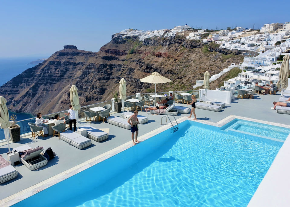 5-star hotel in Firostefani with pool and view.