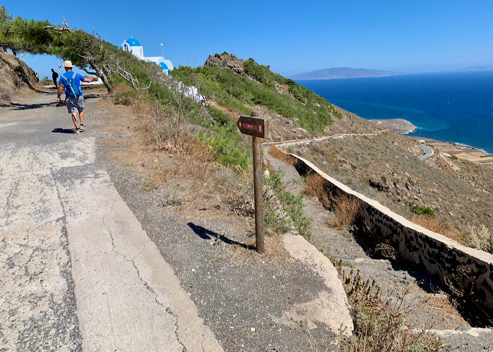 Hiking path from Fira to Oia.