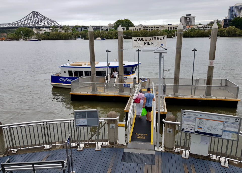 Eagle Street Pier offers boat connections to the city center and suburbs.