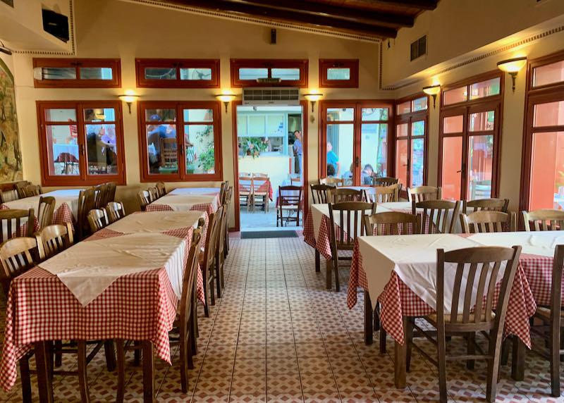 Geros Tou Moria restaurant seating